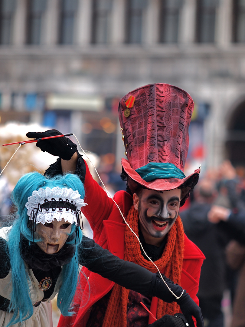 Puppenspieler mit Marionette