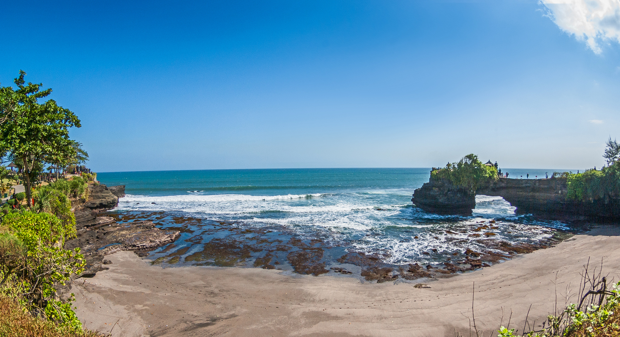 Pura Batu Bolong mit dem Strand