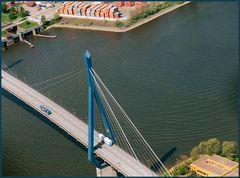 Pylon aus der Luft/Köhlbrandbrücke/Hamburg