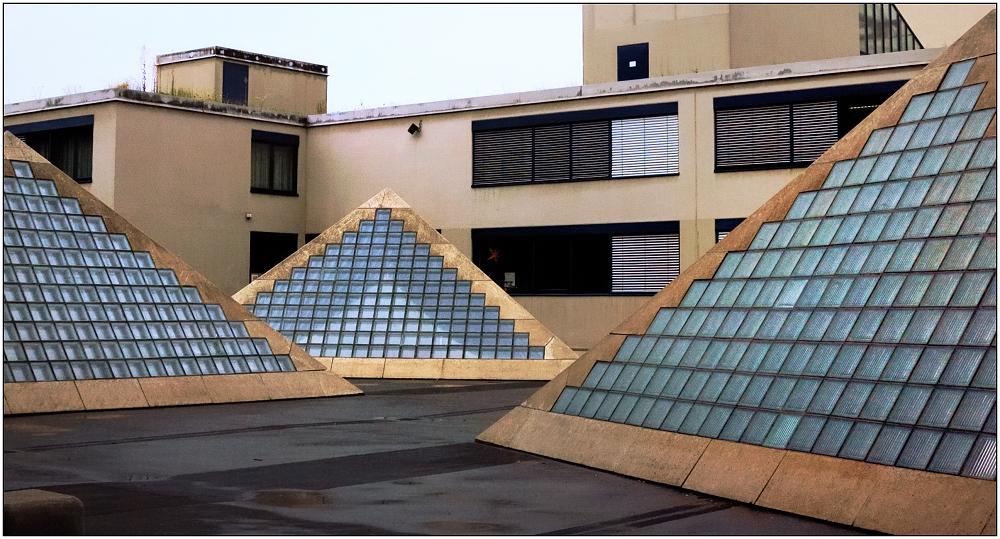... Pyramiden ...