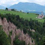 Pyramides de terre à Renon Rittern