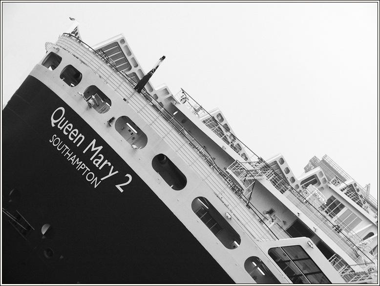 QM2 goes Titanic