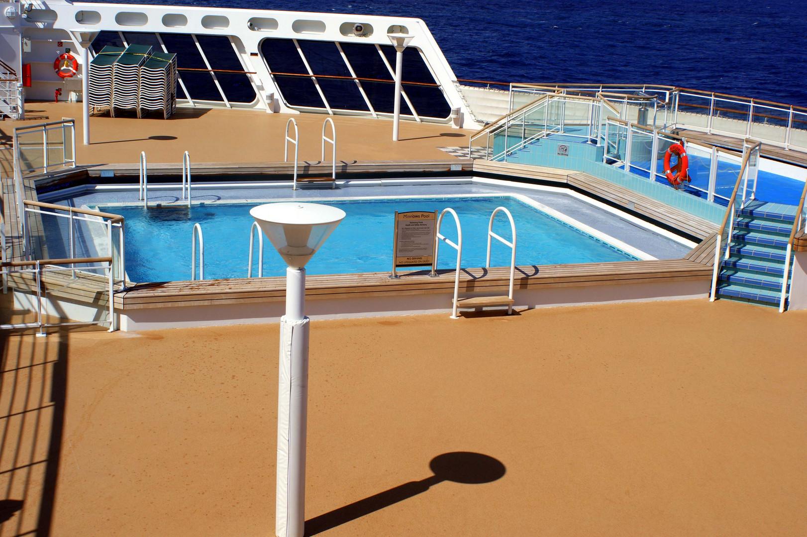 QM2 Ny bound Pool Schattengrafik