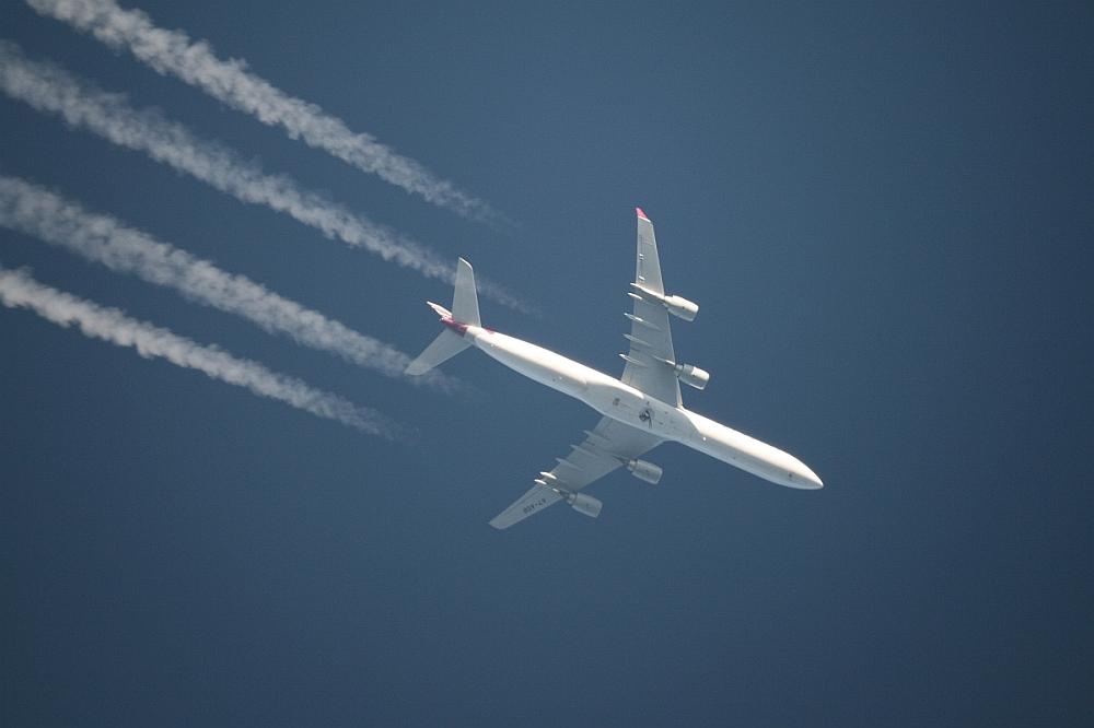 Quatar Airbus A340 am 25.10.2008