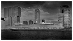 Queen Elisabeth am Pier in Rotterdam