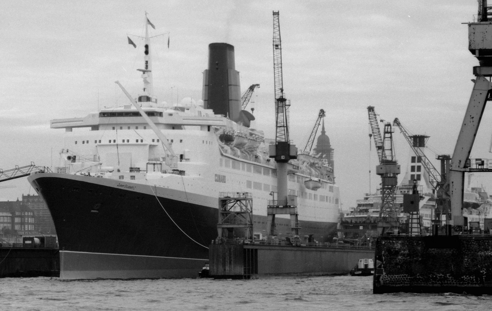 Queen Elizabeth 2 bei Blohm&Voss