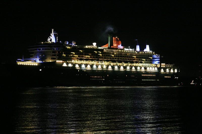 Queen Mary 2 beim Auslaufen -3-