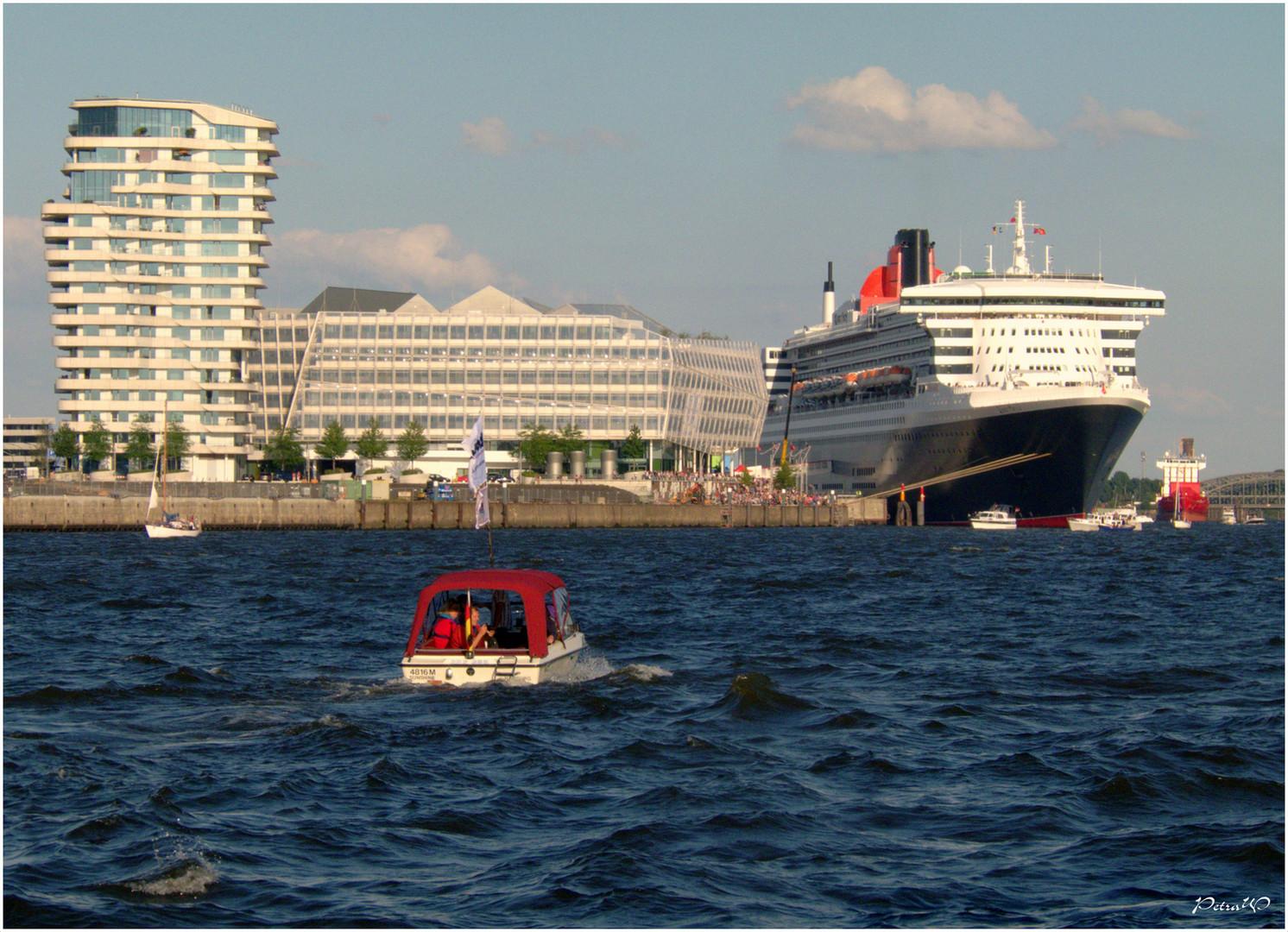 Queen Mary 2 - noch liegt sie am Cruise-Center