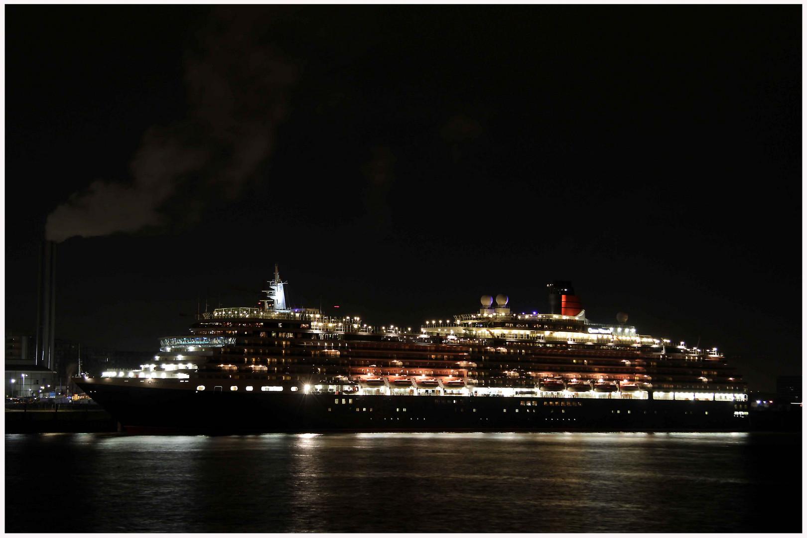 Queen Victoria heute abend in Hamburg