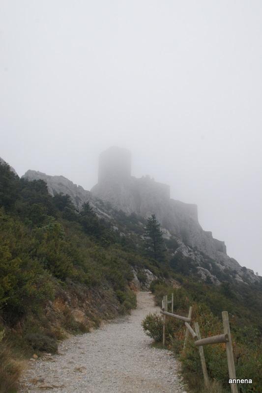 Queribus im Nebel