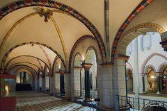 Quirinus-Münster - Gang im Seitenschiff auf dem oberen Rundgang