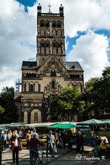 Quirinus-Münster mit Marktplatz