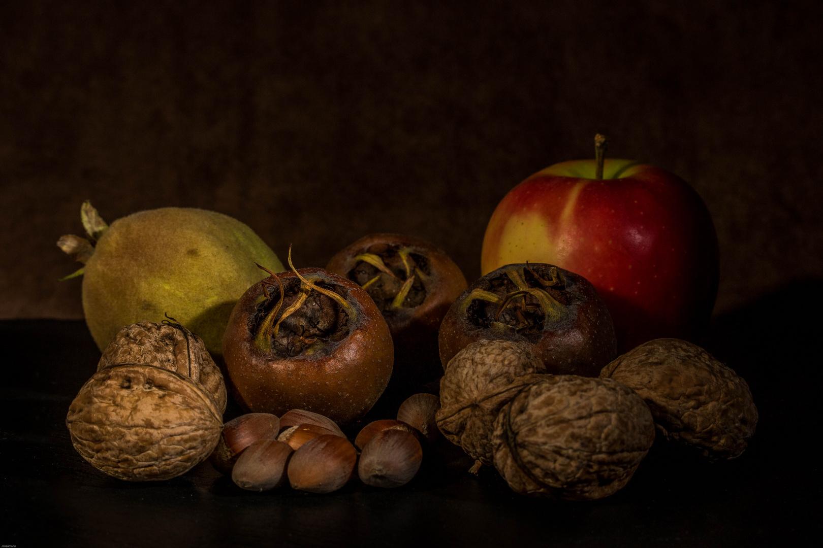 Quitte,Apfel,Mispel,Wall- und Haselnuss