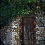 Qu'y a t'il derrière cette porte ?