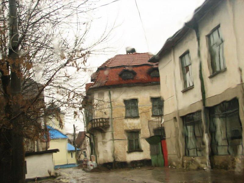 Radauti city thru rain