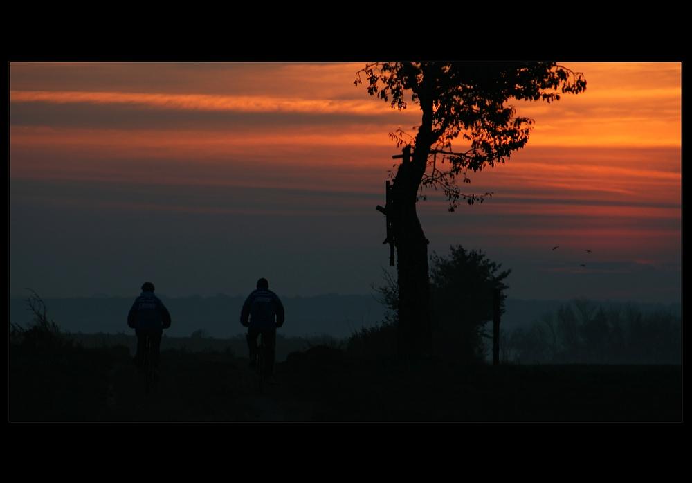 Radtour in den Sonnenuntergang