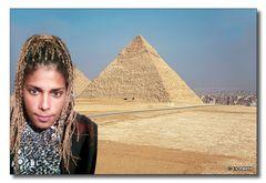 Radwa vor den Pyramiden von Gizeh