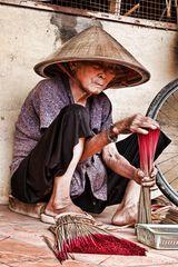 Räucherstäbchenproduktion in Vietnam