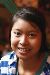 ragazzina laotiana