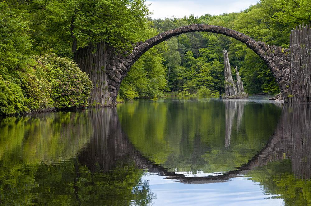Rakotzbrücke im Landschaftspark Kromlau Foto & Bild ...
