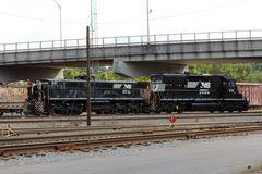 Rangier-Doppeltraktion: Norfolk & Western EMD SD40-2 NS#6191 und Slug NS#861 mit Remote Control