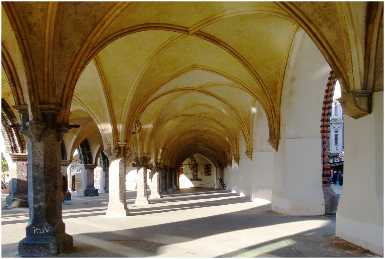 Rathaus-Arkaden im Original