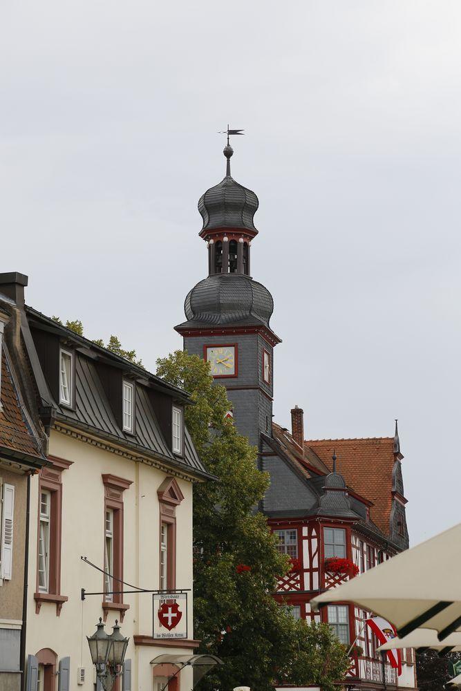 """Rathaus Lorsch und Gaststätte """"Zum Weißen Kreuz"""""""