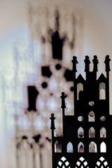 Rathaus m Scherenschnitt des Lichtes und Schatten