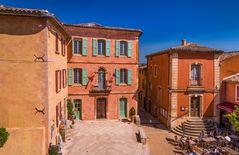 Rathausplatz, Roussillon, Vaucluse, Provence, Frankreich