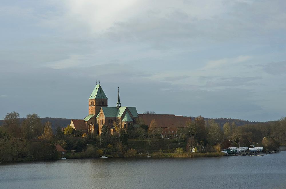 Ratzeburger Dom in Herbstsonne