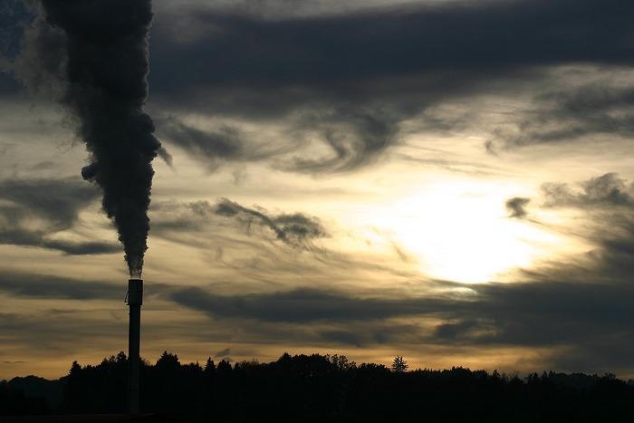Rauch und Wolken