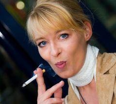 Rauchen gefährdet . . .