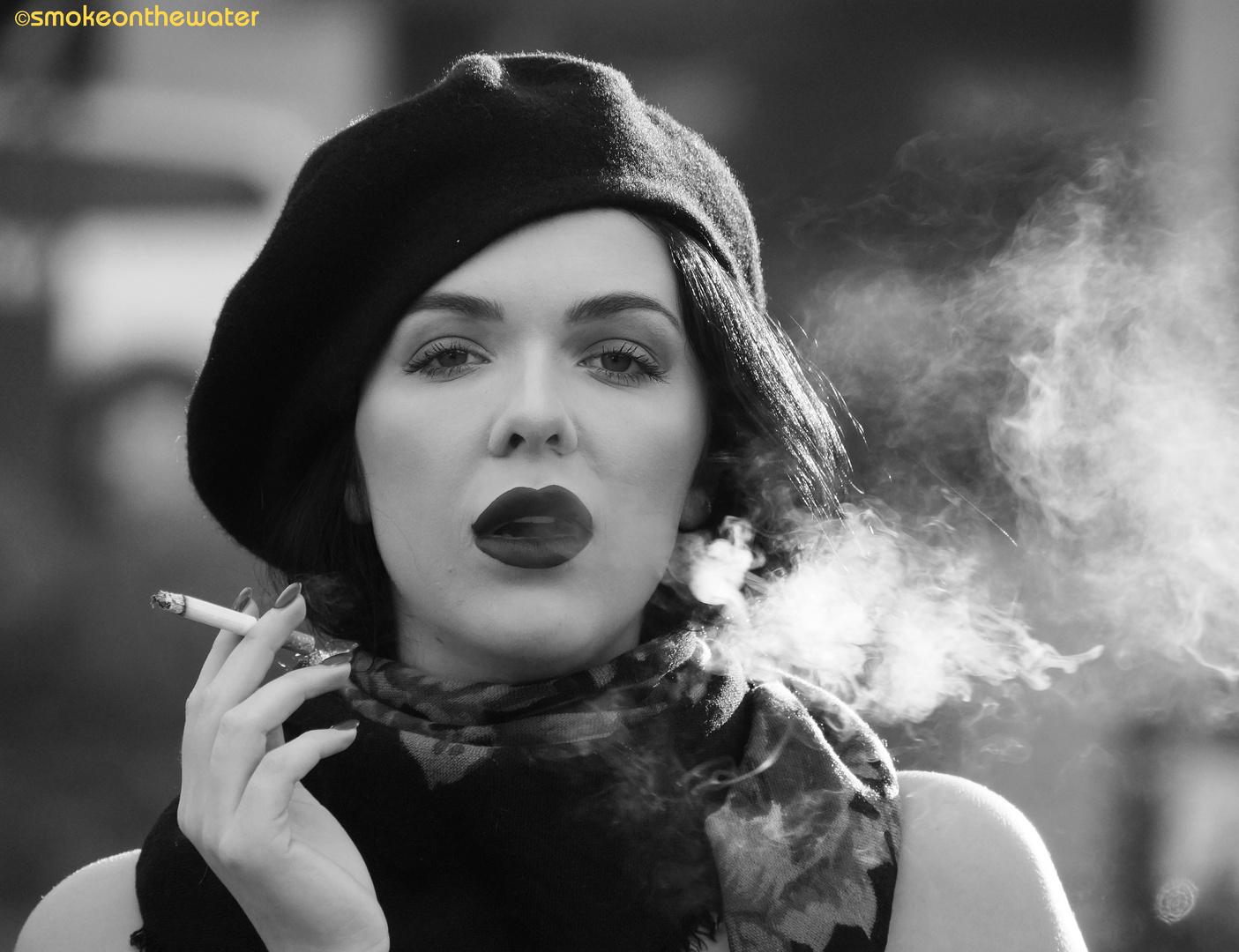 Rauchen lässt den Blutdruck (des Betrachters) steigen Foto..
