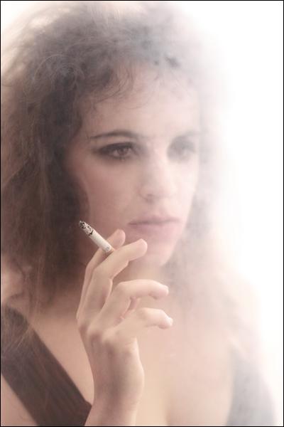 rauchen versaut die optik und ruiniert die frisur.