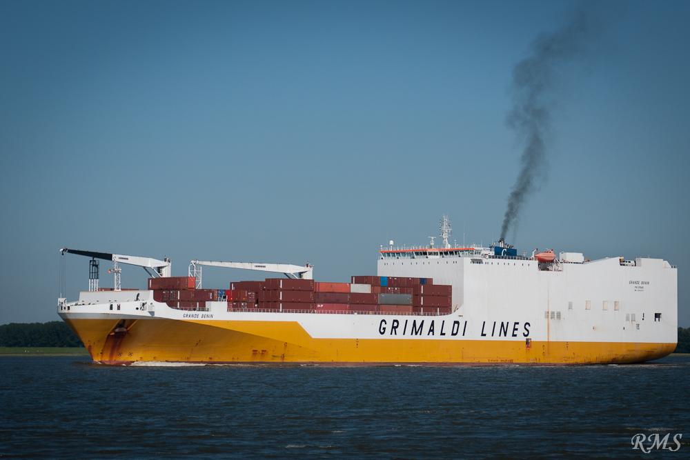 Rauchzeichen auf der Elbe....