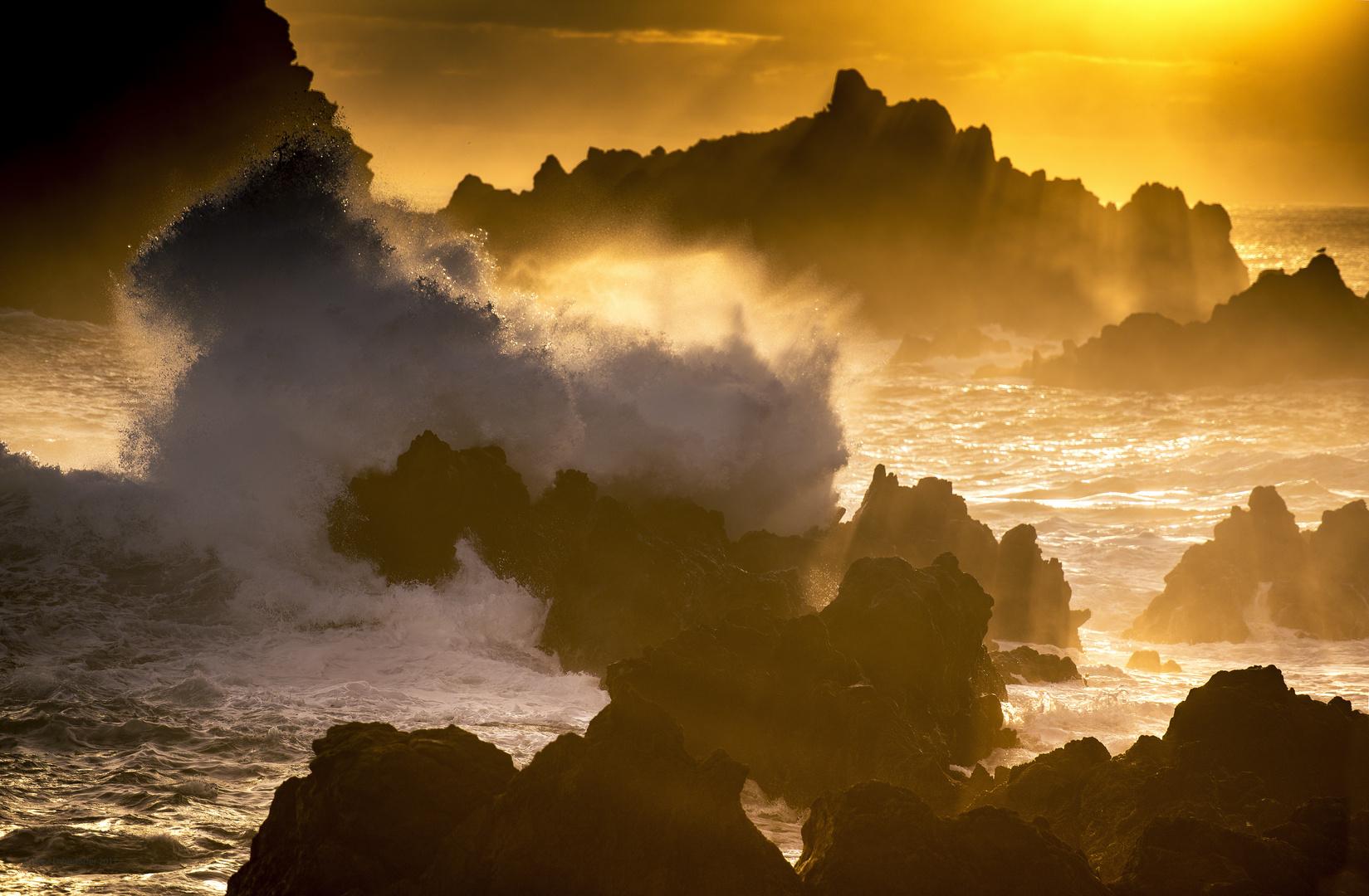Raue See an der Nordküste von Madeira