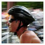 raus aus dem Neoprenanzug, Helm auf, Fahrrad schnappen und weiter