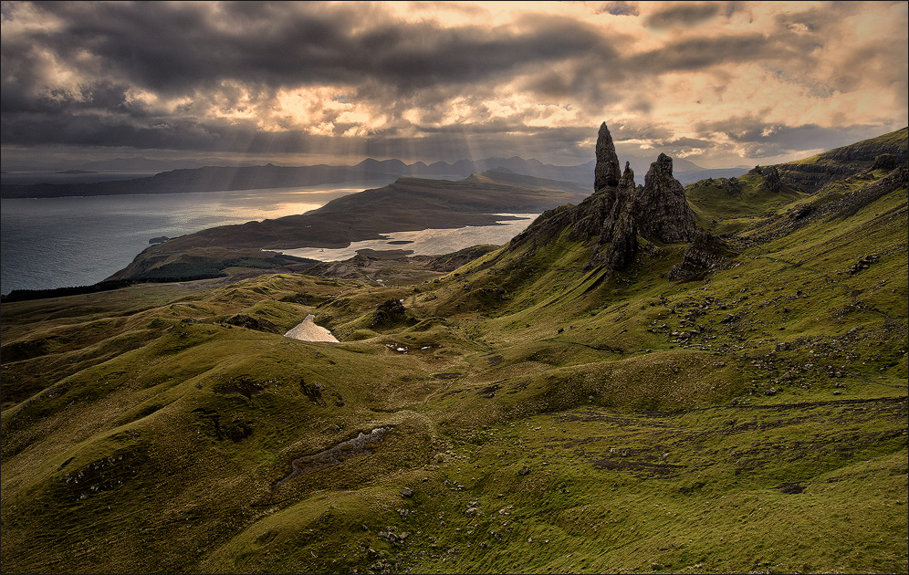 [ _Rays Of Light // Old Man of Storr]
