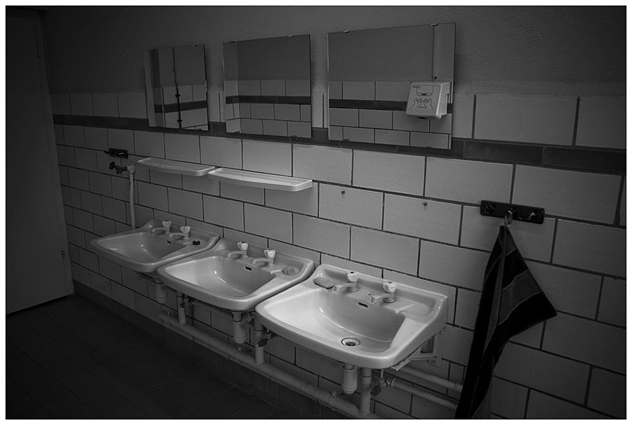Real existierende Ost Handwaschgelegenheit mit West Handtrockner
