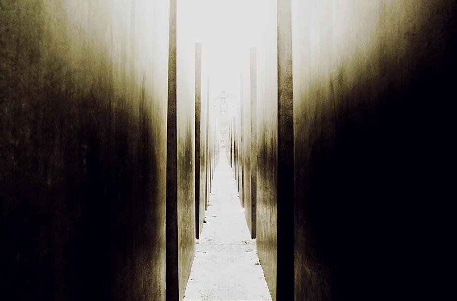 ...rechts und links der Abgründe führt der Weg ins Licht...