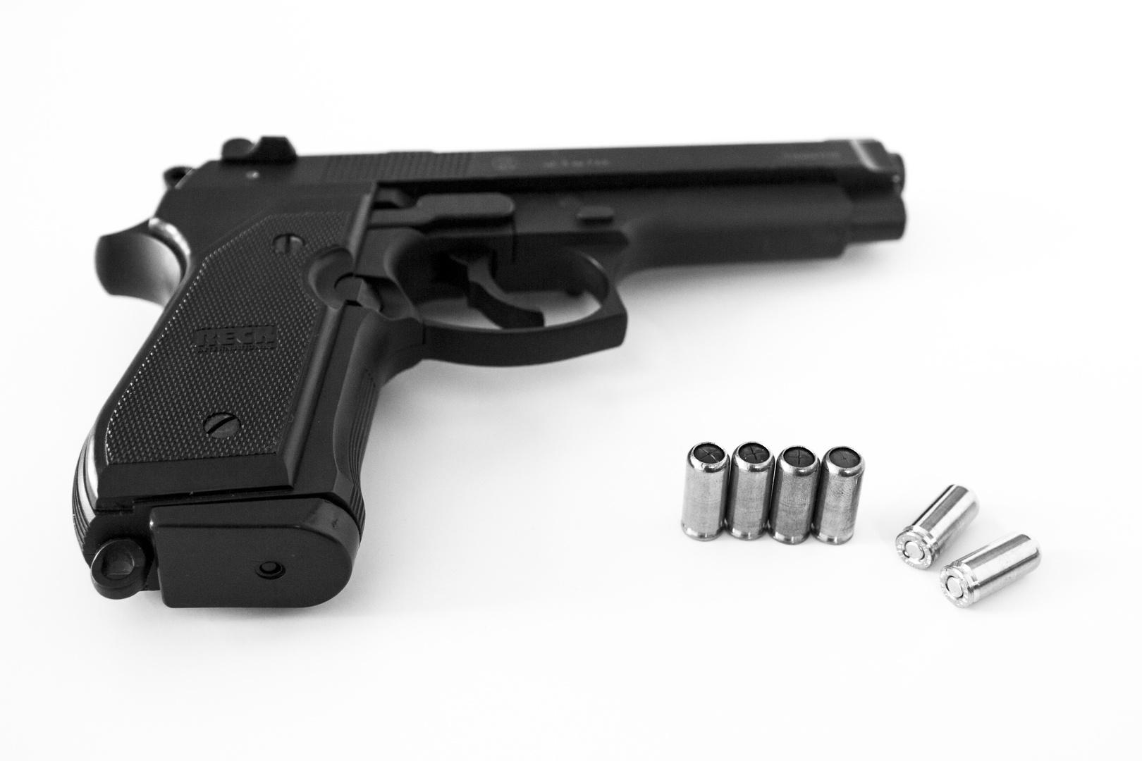 reck miami 92f schreckschuss pistole 9mm foto bild. Black Bedroom Furniture Sets. Home Design Ideas