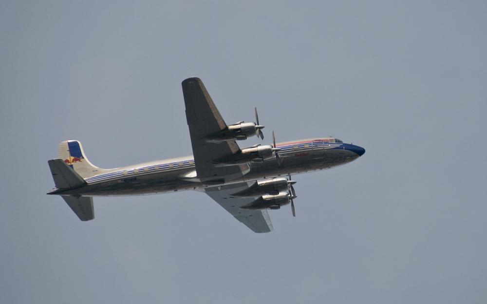 Red Bull DC-6B über München