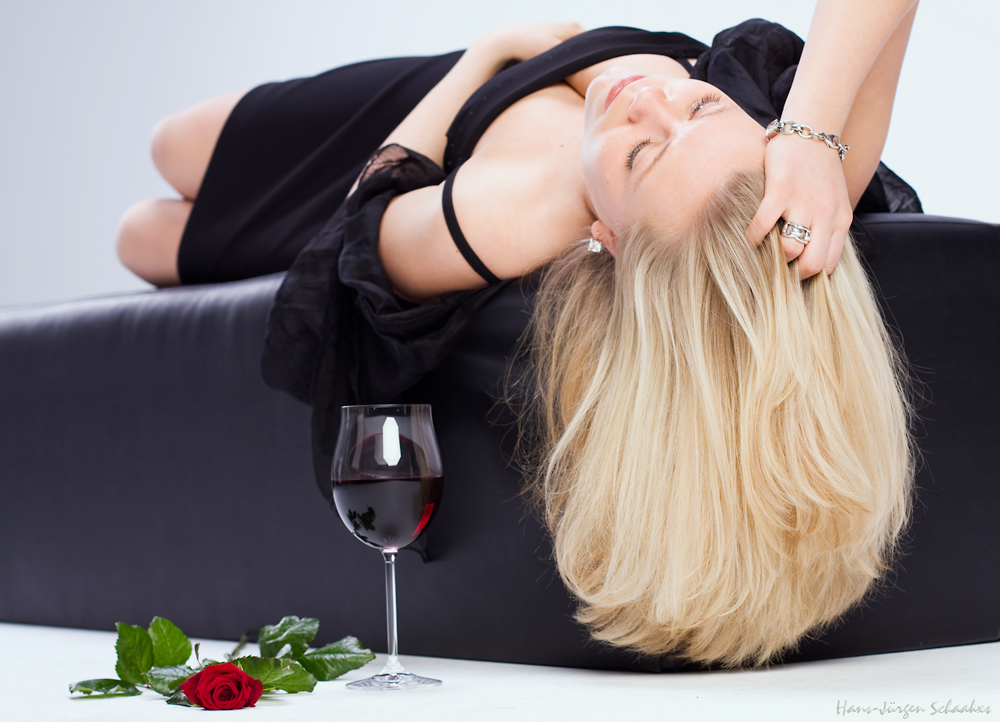 ~ red rose, red wine & blond girl ~