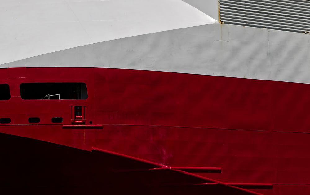 red.shark.ship