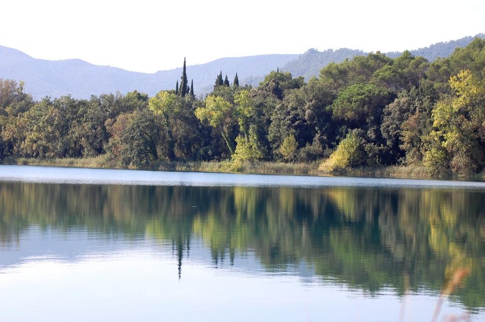 reflejos del lago de Banyoles