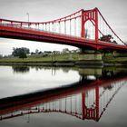 reflejos del puente colgante