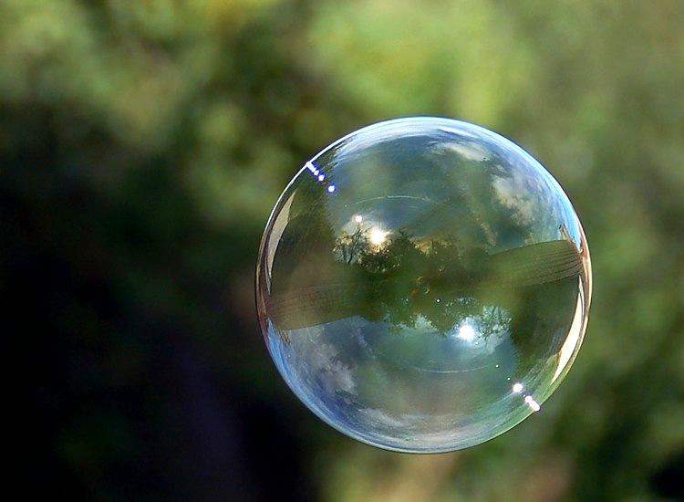 Reflet dans une bulle de savon