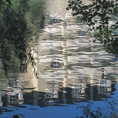 ..Reflets d'immeuble dans la Marne...