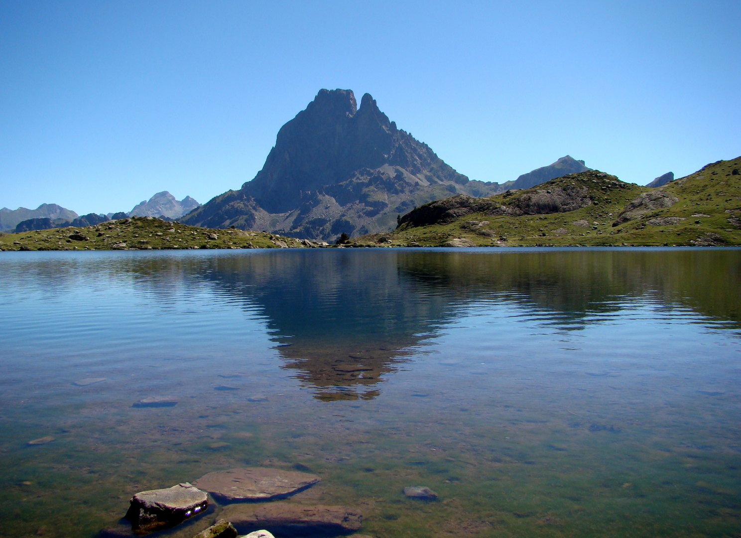 Reflets d'Ossau dans lac d'Ayous