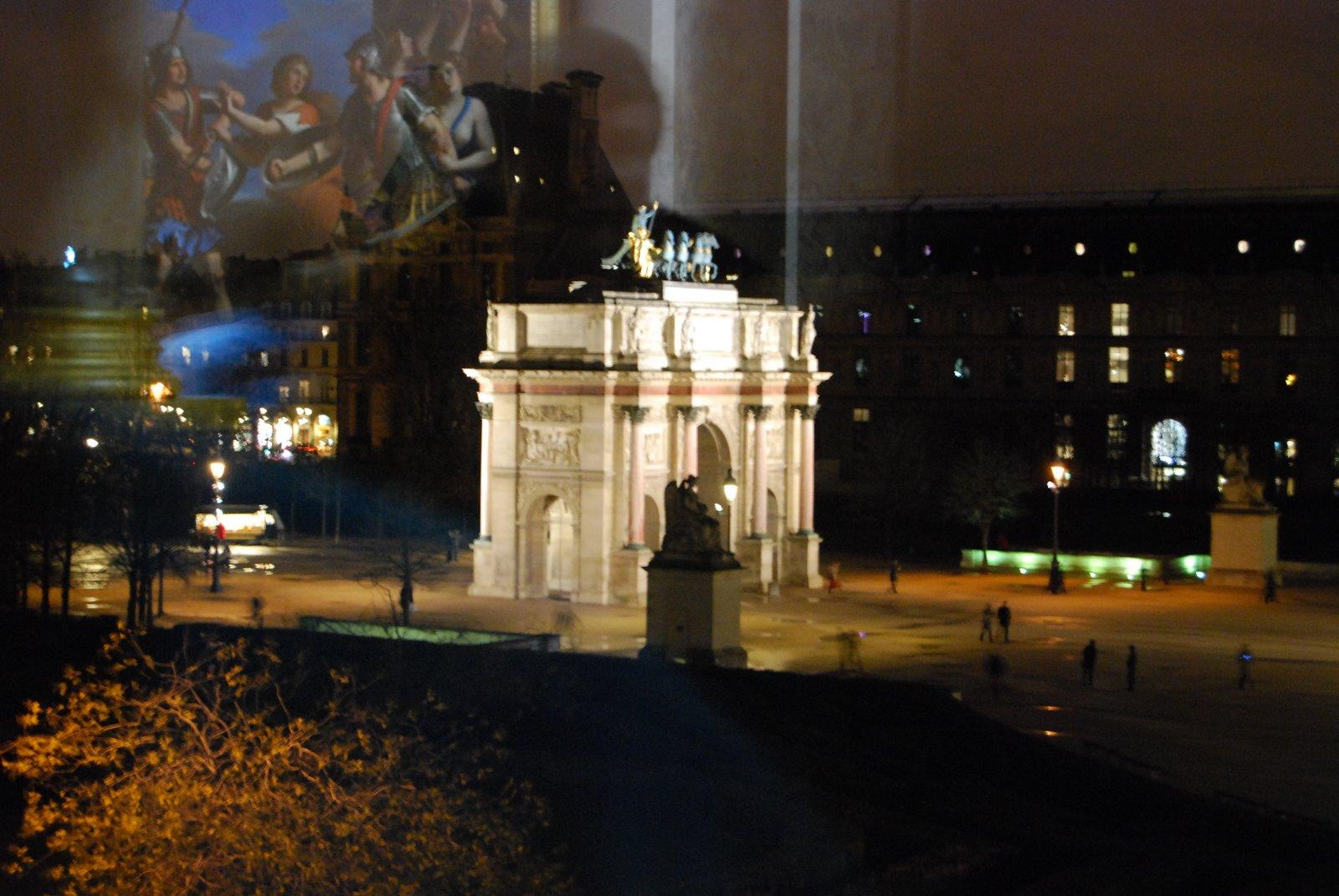 Regarder à travers du Louvre
